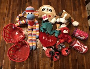 Valentines Plushie Bundle (mostly new) for Sale in Waddell, AZ