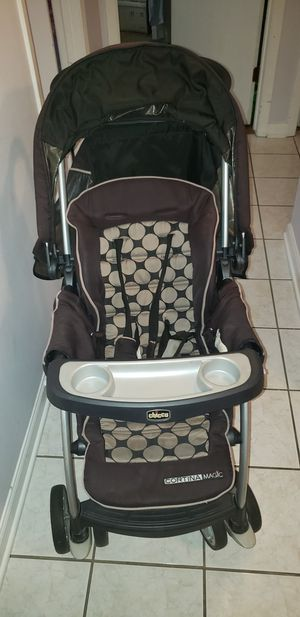 Chicco Baby Stroller with undercarriage and food tray for Sale in Harwood Heights, IL