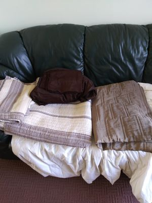 2 gueen size bed spreads for Sale in Parma, OH