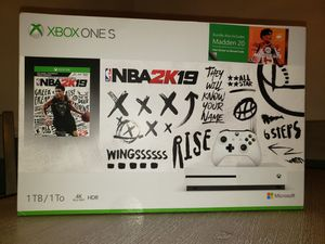 Xboxone s new, w/ nba2k19 and madden 20 for Sale in Hudson, FL