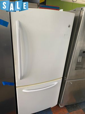 🌟🌟30in wide Refrigerator Fridge GE White #1419🌟🌟 for Sale in Sanford, FL