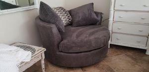 Huge swivel chair for Sale in Hudson, FL