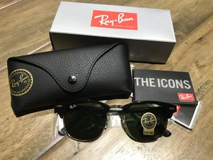 Ray Ban Clubmaster classic black and gold frame sunglasses for Sale in Las Vegas, NV