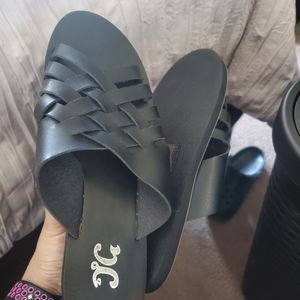 New Sandles 8.5 $15 for Sale in Lathrop, CA