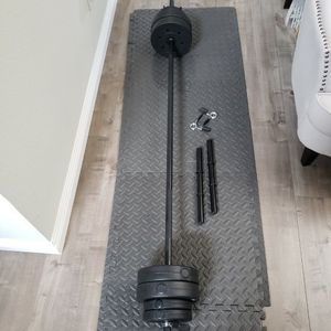 Standard 6Foot Barbell And Dumbbell Weights Set With 40LBs Of Vinyl Weight Plates (55LB Total Weights And Bar Set)(Bench, Squat, Curl) for Sale in South El Monte, CA