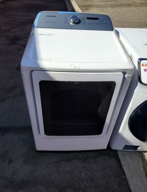 SAMSUNG DRYER WITH A BIG CAPACITY & STEAM CYCLES for Sale in Whittier, CA