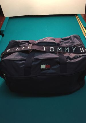 Tommy Hilfiger duffle bag for Sale in Land O Lakes, FL