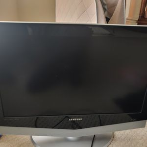 Samsung LN-R328W 32-inch TV ((will take best offer)) for Sale in Purcellville, VA