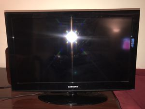 32 inch SAMSUNG Flat Panel Television LN32D403E4D for Sale in MONTGOMRY VLG, MD