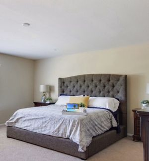 Cal king bed for Sale in Riverside, CA