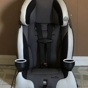 PRACTICALLY NEW EVENFLO PLATINUM SERIES CAR SEAT 2 In 1 for Sale in Riverside, CA