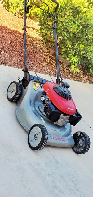 Commercial grade Honda OVH Gas Powered Self-Propelled Lawn Mower for Sale in Loma Linda, CA