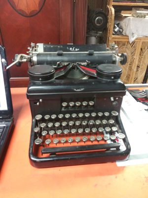 Antique royal typewriter for Sale in Sacramento, CA