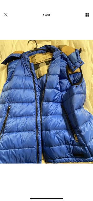 Burberry puffer vest with detachable hood for Sale in Mill Creek, WA