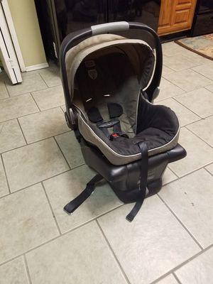 Britax B-Safe Infant Car Seat / Carseat for Sale in Grand Prairie, TX