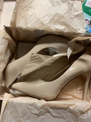BCGC Beige Patent Leather Pumps for Sale in Haines City, FL