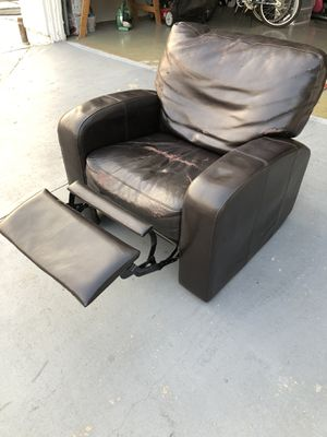 OLD-SCHOOL CHOCOLATE-BROWN LEATHER RECLINER for Sale in Signal Hill, CA