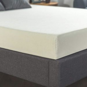 Zinus Ultima Comfort Mattress, Queen for Sale in Seattle, WA