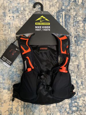 Nike Kiger Trail Running Vest size Small with bottles for Sale in Phoenix, AZ