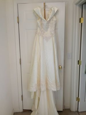 Wedding Dress size 6-8 for Sale in Amelia, OH
