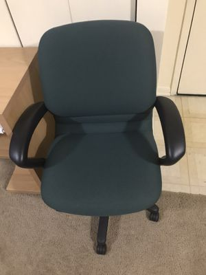 Still available office chair swivel lumbar support padded seat adjustable height with wheels pick up Gaithersburg md20877 for Sale in Gaithersburg, MD