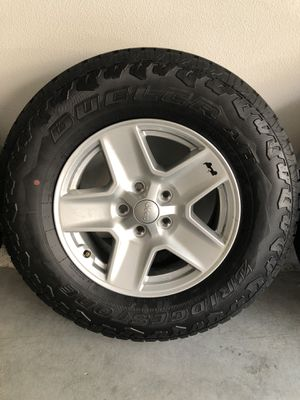 Jeep Gladiator stock tires for Sale in Anaheim, CA