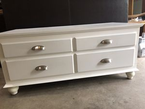 End of bed storage/chest of drawers for Sale in Kingston Springs, TN