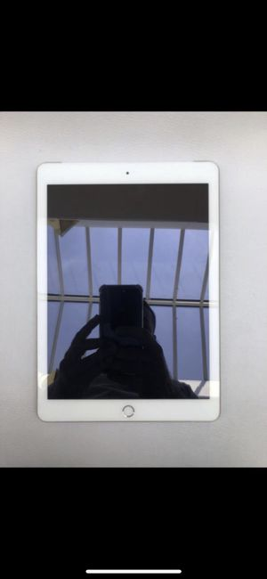 IPad 5 Unlocked 32gb for Sale in Annapolis, MD