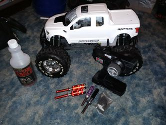 1/8 Scale Exceed mad Beast Rc Truck Wit Proline Raptor Body Aluminum threaded shocks Controller Transmitter for Sale in Clarksburg,  WV