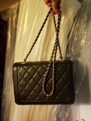 Black cross body bag with gold chain for Sale in Old Bridge, NJ