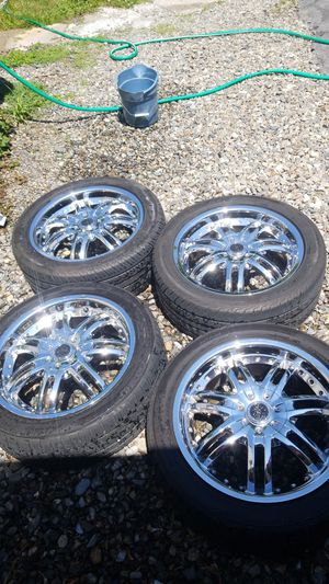 18 inch rims 5 lug universal for Sale in Worcester, MA