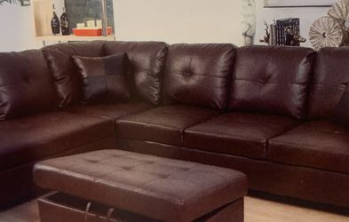 Brown Leather Sectional Couch for Sale in Bellevue,  WA