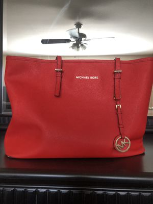 Large Michael Kors purse for Sale in Canyon Lake, CA