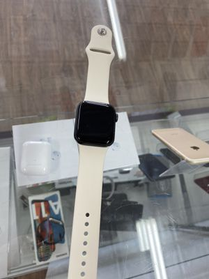 Mint Apple Watch series 5 40mm In store transaction for Sale in Pawtucket, RI