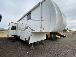 2007 SANDPIPER 38FT 5TH WHEEL TRAVEL TRAILER WITH 3 BIG POWER SLIDES LOOKS GREAT IN AND OUT for Sale in Glendale, AZ