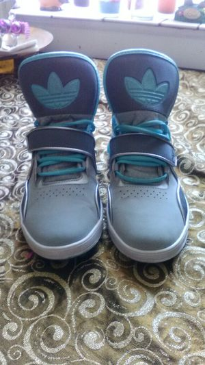 Adidas size 8 1/2 for Sale in Laveen Village, AZ