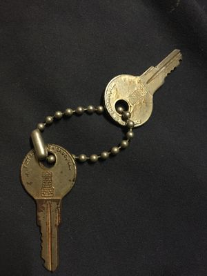 Lock and key cabnit 5$ to deliver for Sale in Fresno, CA
