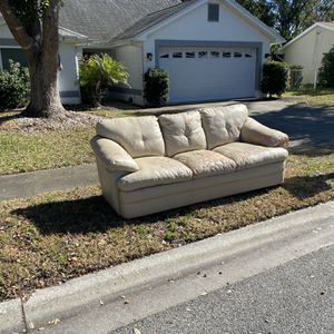 Free Couch for Sale in Hudson, FL