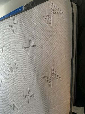 King size mattress and box spring for Sale in Parkville, MD