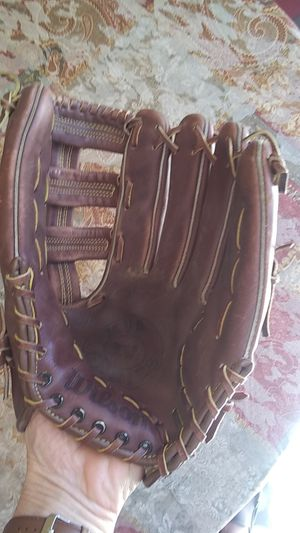 Wilson MVP series baseball or softball glove for Sale in Phoenix, AZ