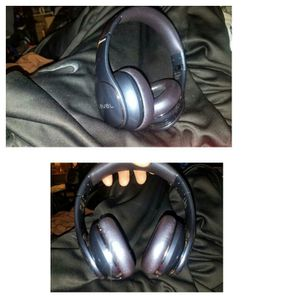 Samsung level Bluetooth headphones for Sale in Portland, OR