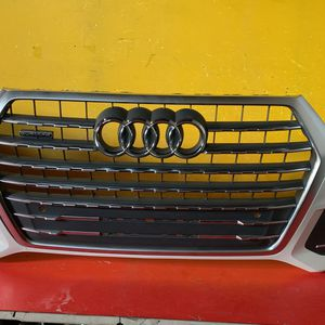 2017-2019 AUDI Q7 FRONT BUMPER W/GRILLES OEM for Sale in Los Angeles, CA