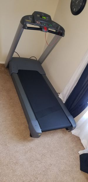 Precor 932 commercial treadmill for Sale in Fairfax, VA