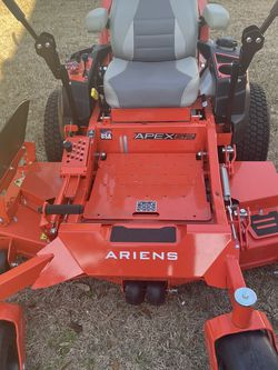 ARIENS APEX 23HP 52IN Zero-Turn COMMERCIAL Lawnmower BRAND NEW NEVER USED NUEVA NUNCA USADA for Sale in Houston,  TX