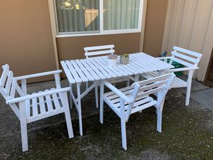 Outdoor table and chairs for Sale in Stanford, CA