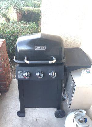 Dyna Glow BBQ Grill w/ Propane Tank for Sale in Los Alamitos, CA