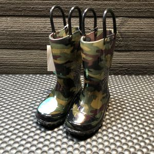 Toddler Boys Camo LED Light Up Rain Boots for Sale in San Jose, CA