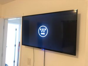 Almost new 32 inch Westinghouse LED TV LCD for Sale in Miami, FL