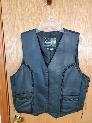 Womens genuine leather motorcycle vest size M like new for Sale in Burbank, WA