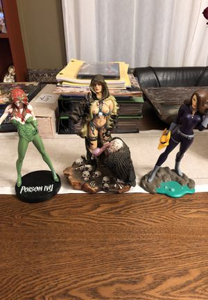Exotic Statues (poison ivy, summit collection , dc comics) for Sale in Los Angeles, CA